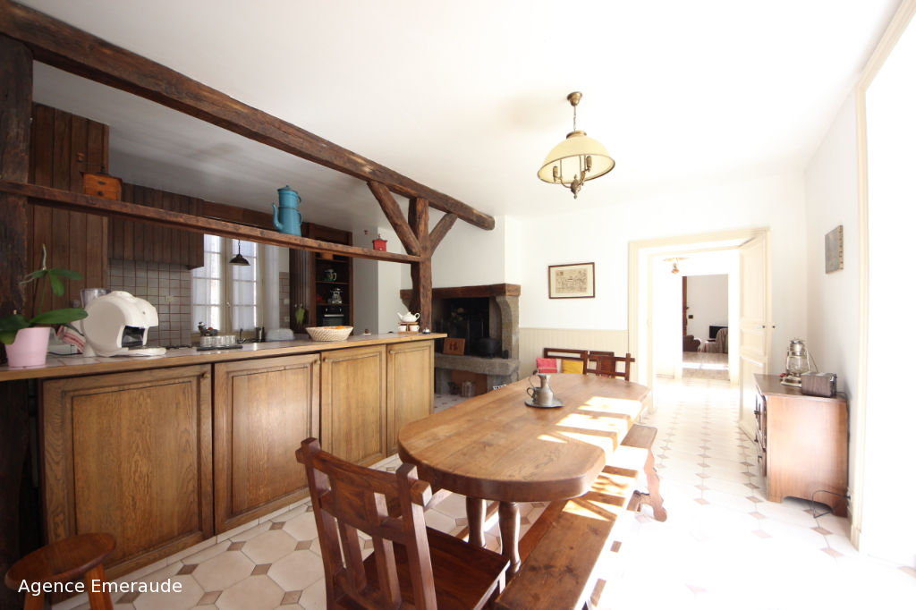 Maison Le Vivier Sur Mer 7 pièce(s) 252 m² centre bourg terrain clos de murs