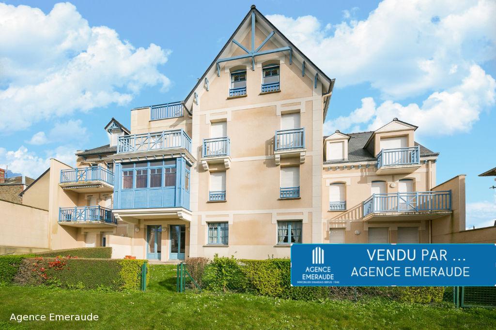 Appartement Dinard 2 pièce(s) centre ville immeuble de standing terrasse jardinet garage