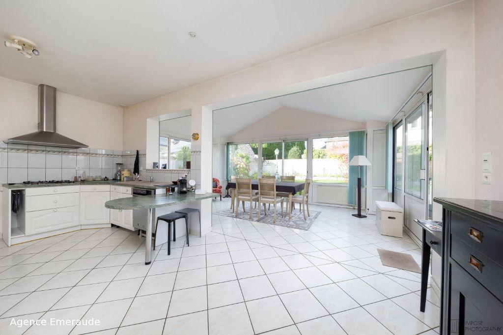 Maison Dinard  6 pièce(s) 122 m² habitable 458 m² de terrain chambre salle d'eau au rez-de-chaussée