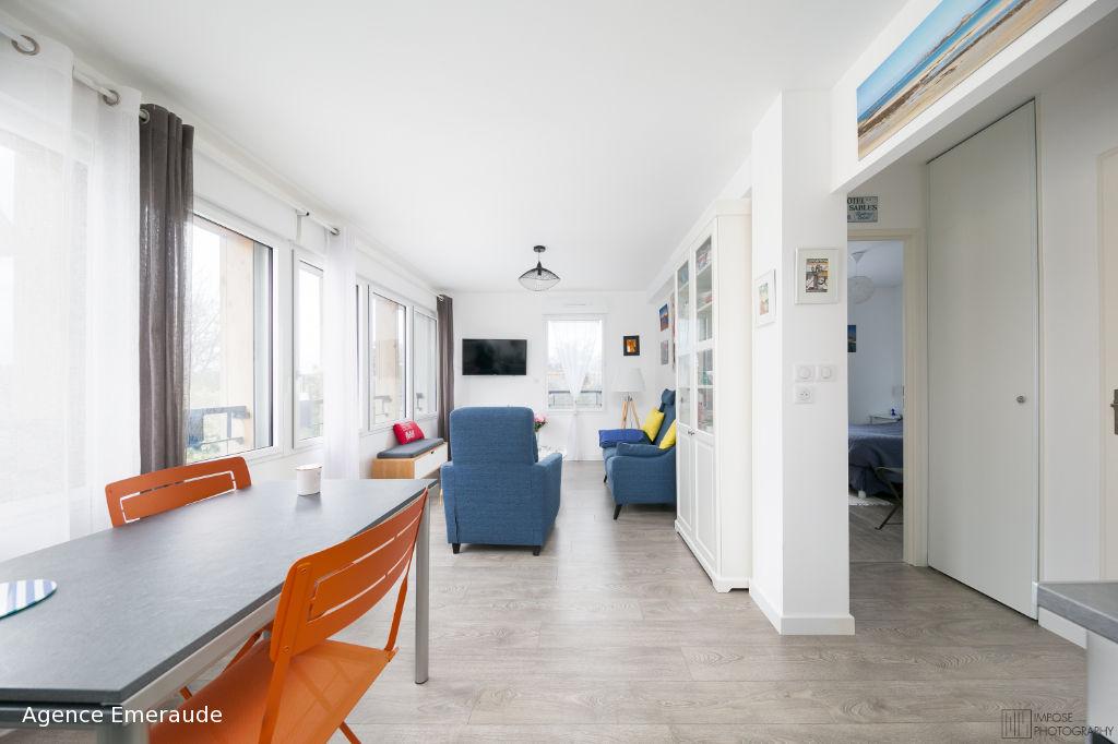 Appartement Dinard 2 pièce(s) 43.8 m² immeuble de standing récent les commerces et la plage de Saint-Enogat sont à proximité immédiat