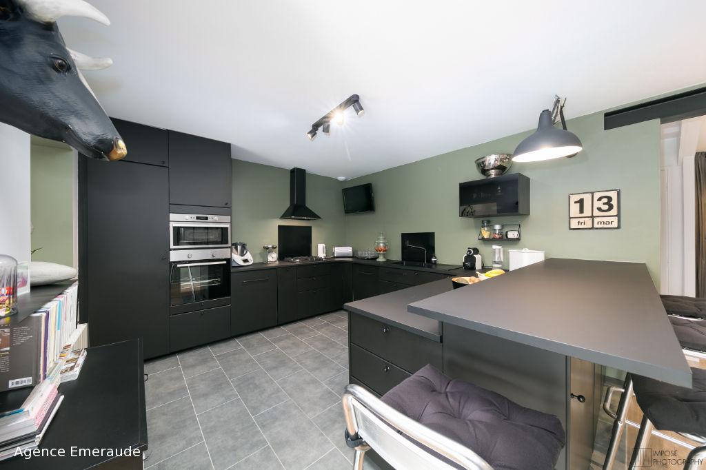 Maison Dinard Saint-Enogat 5 pièces 140 m² la plage et les commerces à pied chambre au rez-de-chaussée terrain 495 m²