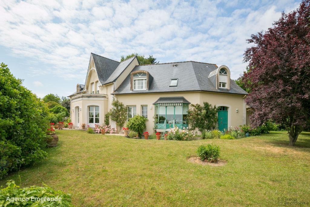 Maison d'architecte Plouër-sur-rance 264 m² terrain de 1977 m² centre bourg belle vue dégagée sur la vallée de la rance