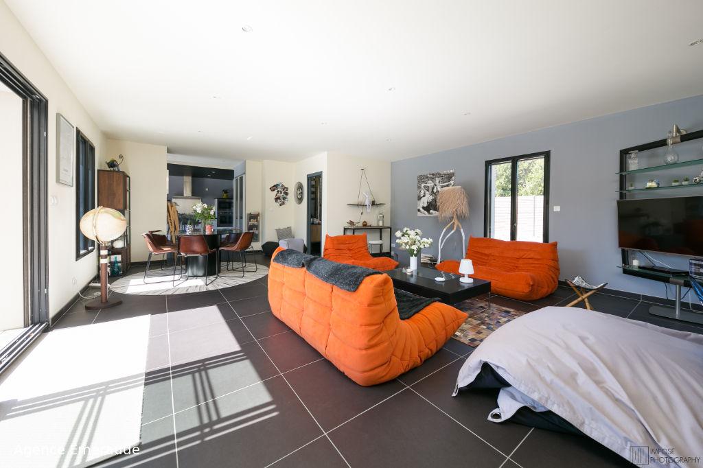 Maison Dinard 6 pièce(s) 161 m² suite parentale au rez-de-chaussée beau jardin paysagé 1000 m² de terrain piscine