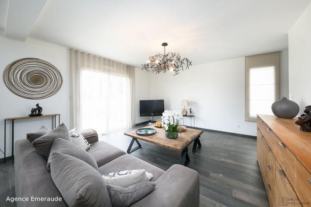 Maison Dinard 6 pièce(s) 149.5 m² maison RT2012, suite parentale et bureau au rez-de-chaussée