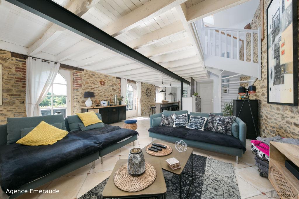 Maison Pleurtuit  Bords de Rance 5 pièce(s) 120 m2, 1 hectare de terrain hangar, boxes à chevaux, manège