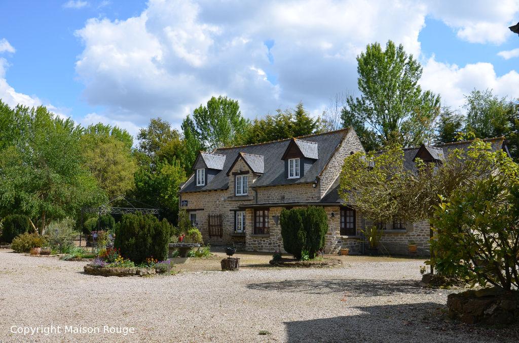 Vaste propriété (700m²) à la campagne  avec grand manoir et deux maisons rénovées
