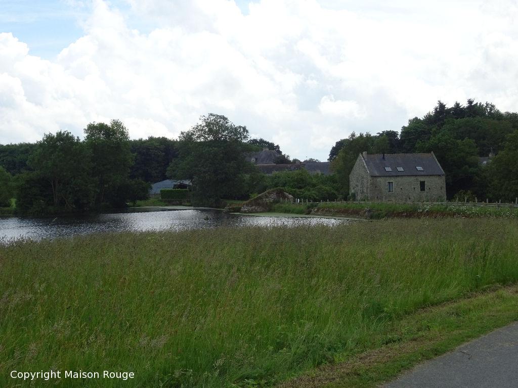 Maison en pierres rénovée dans environnement protégé
