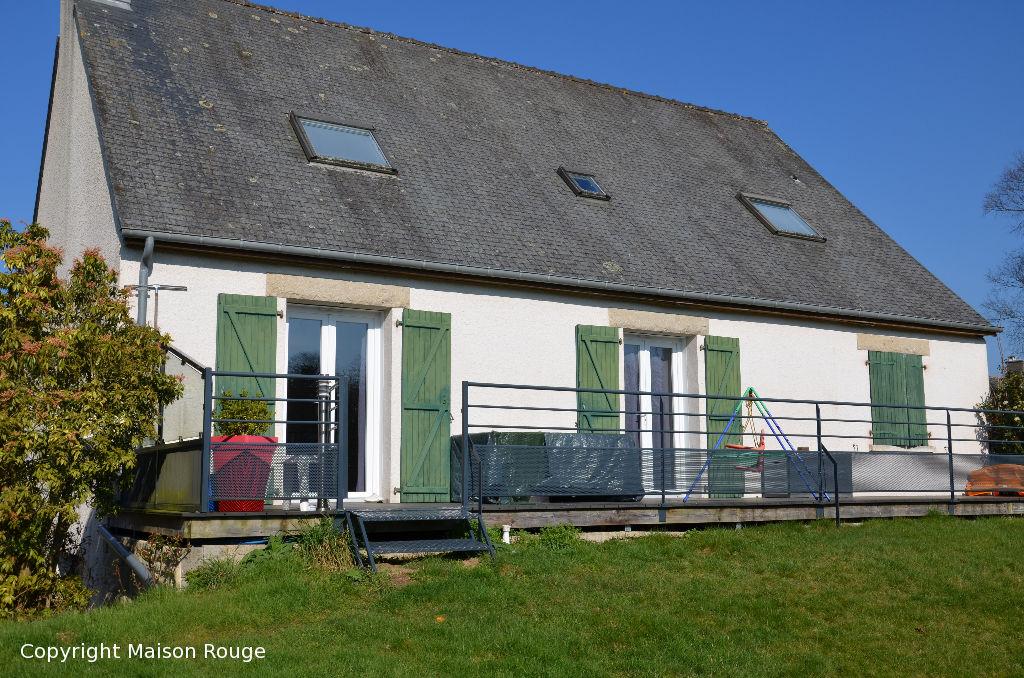 Grande maison traditionnelle sur sous sol avec vue dégagée