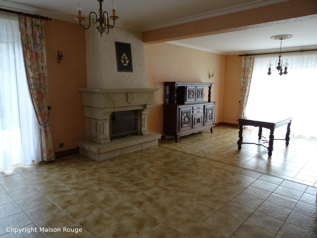 Belle maison traditionnelle en granit sur jardin de 1348 m²