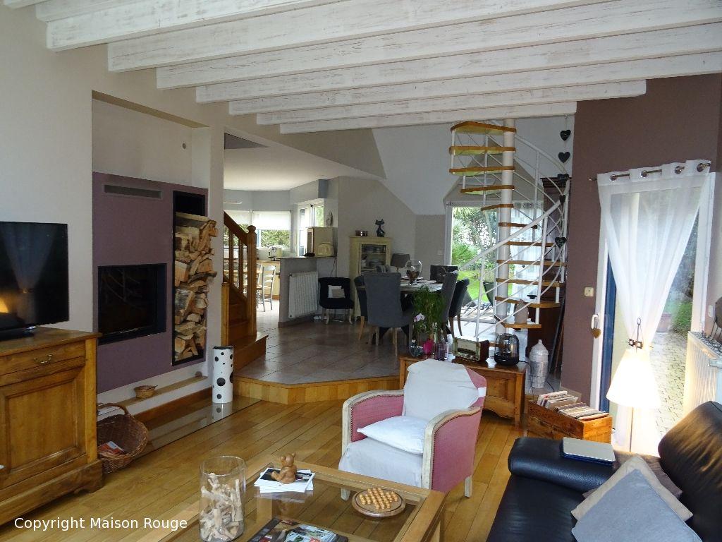 Spacieuse  contemporaine 7 pièce(s) 180 m2 sur jardin clos de 633 m²