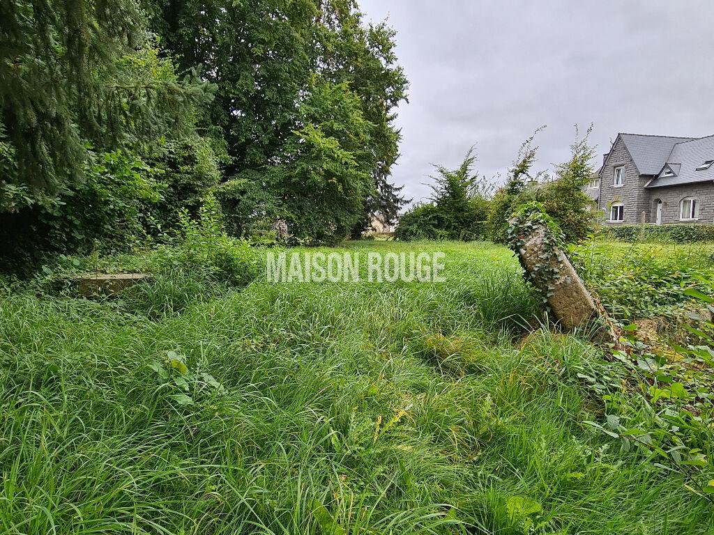 Maison bourgeoise avec grand terrain constructible, centre de Plénee Jugon