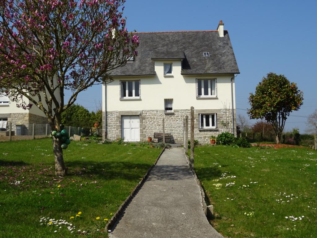 Maison traditionnelle sur jardin de 892 m²