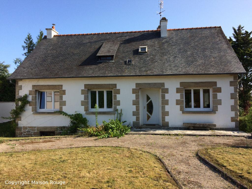 Grande maison  traditionnelle sur sous sol et hors lotissement