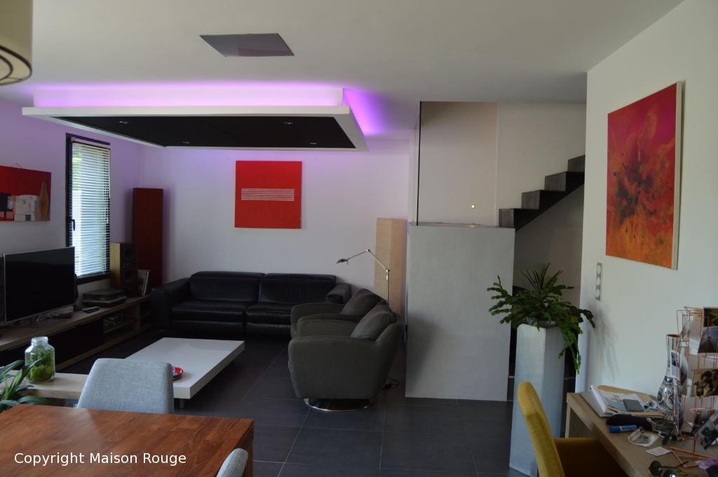 Maison contemporaine en triplex  au calme