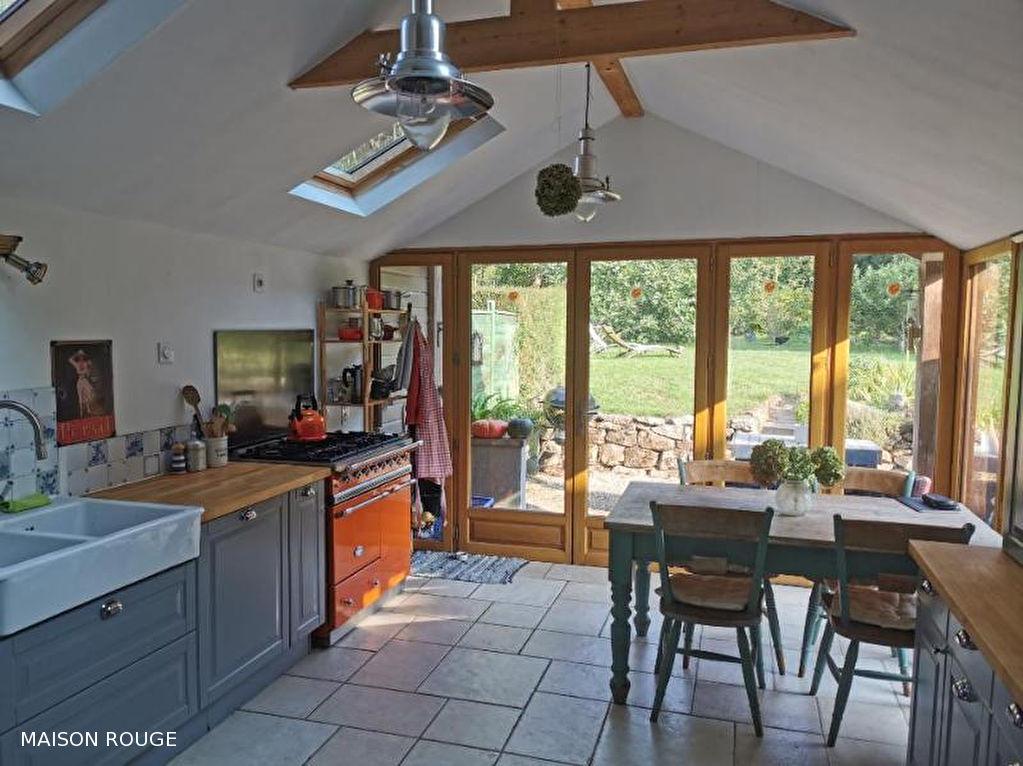 Maison  de charme rénovée  dans un écrin de verdure