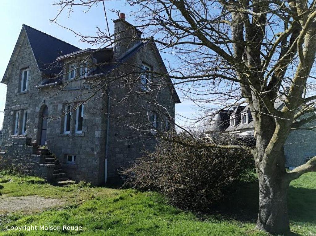 Maison de bourg en pierres sur 654 m²