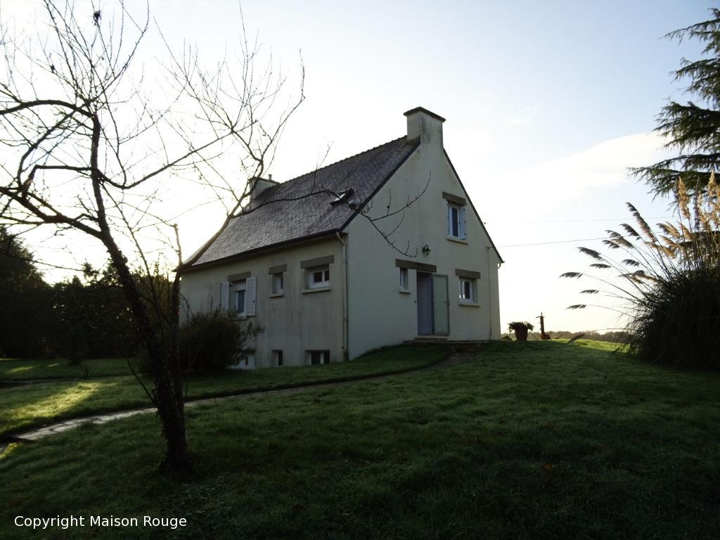 Maison traditionnelle hors lotissement avec vue dégagée