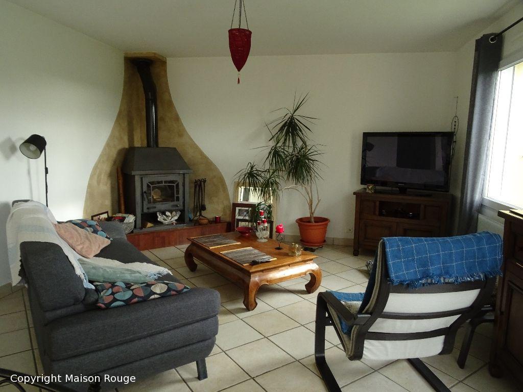Maison contemporaine hors lotissement sur 1017 m²
