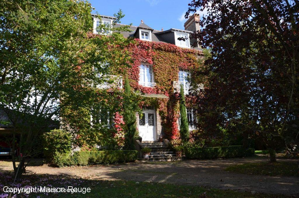 Maison bourgeoise 12 pièce(s) 270 m2 sur jardin clos de 2098 m²