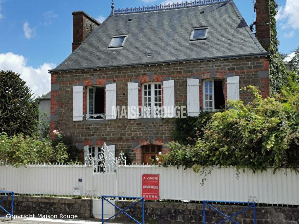 Proche Dinan - Maison bourgeoise à finir de rénover sur jardin clos de 1079 m²