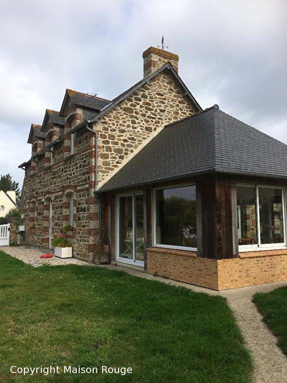 PLOUBALAY CENTRE  maison pierres T6  .229 m² - CH en RDC