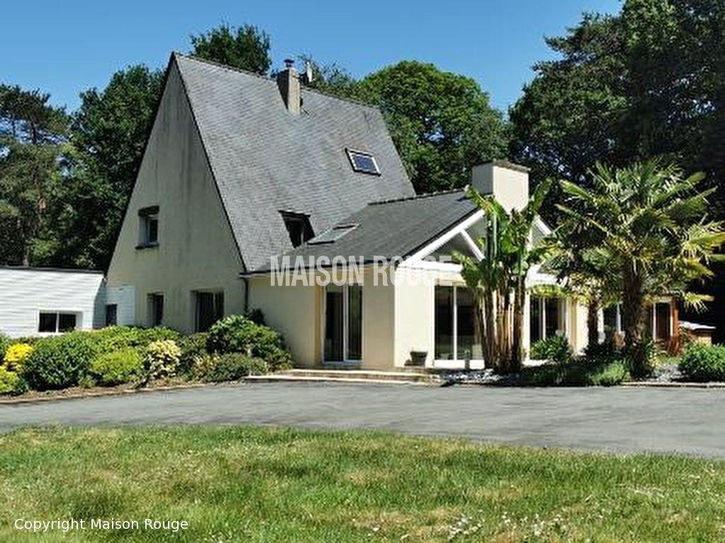 Spacieuse maison d'architecte nichée dans un environnement buccolique