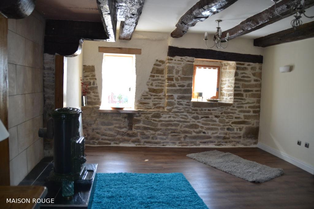 Maison ancienne rénovée à 15  min Sud de DINAN.