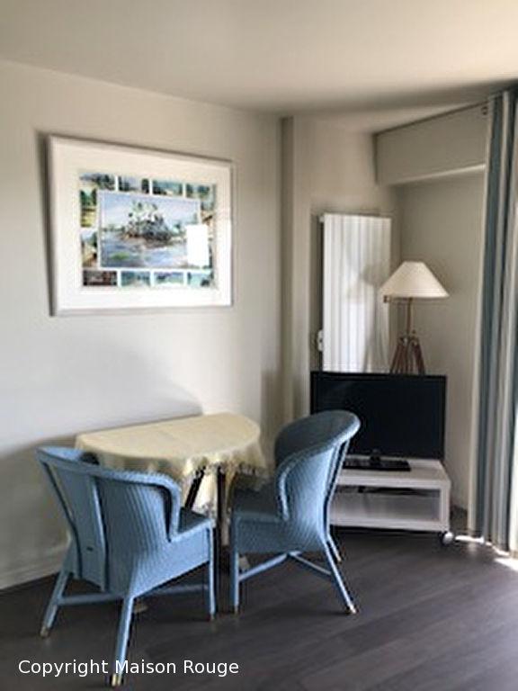 Studio meublé - Au pied de la plage dans une résidence de standing arborée