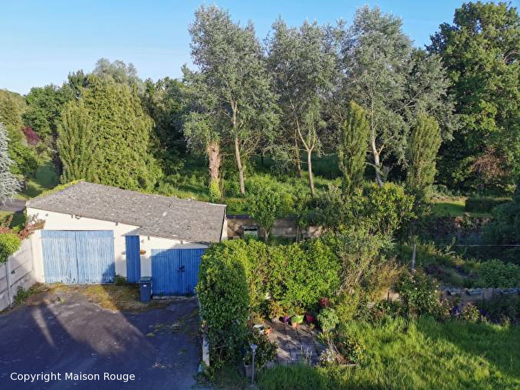 Maison traditionnelle hors lotissement avec jardin de 1248 m²