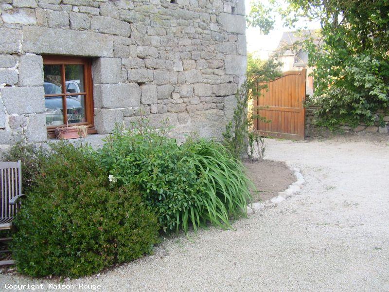Longère en pierres avec beau jardin de 2200 m²