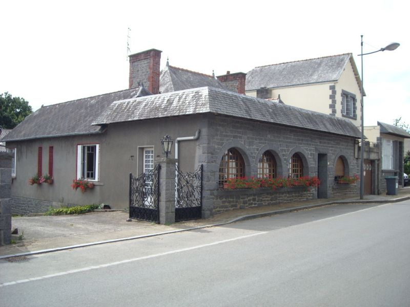 Maison de bourg à rénover  avec dépendances