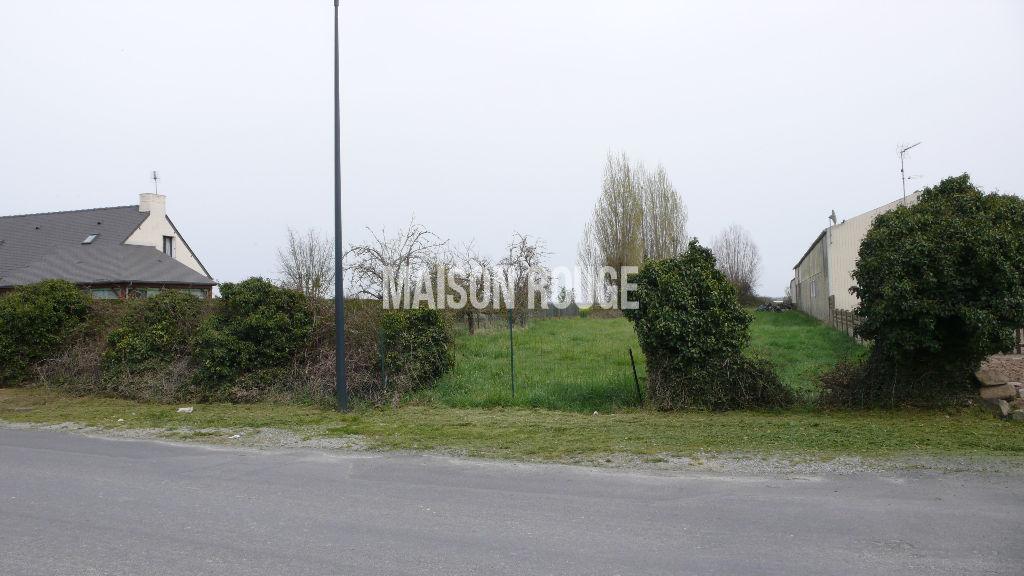 Terrain constructible Saint-Broladre proche centre-ville - 1320 m²