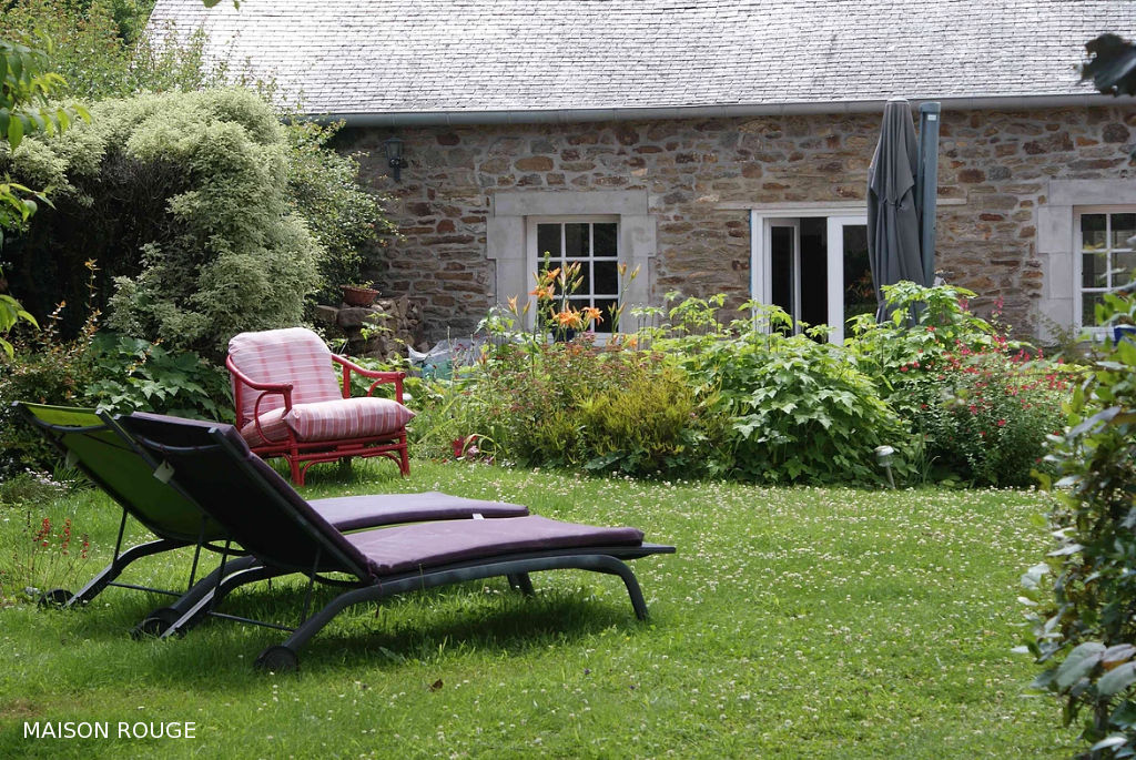 Grande maison en pierres de 280 sur jardin paysagé de 2258 m².