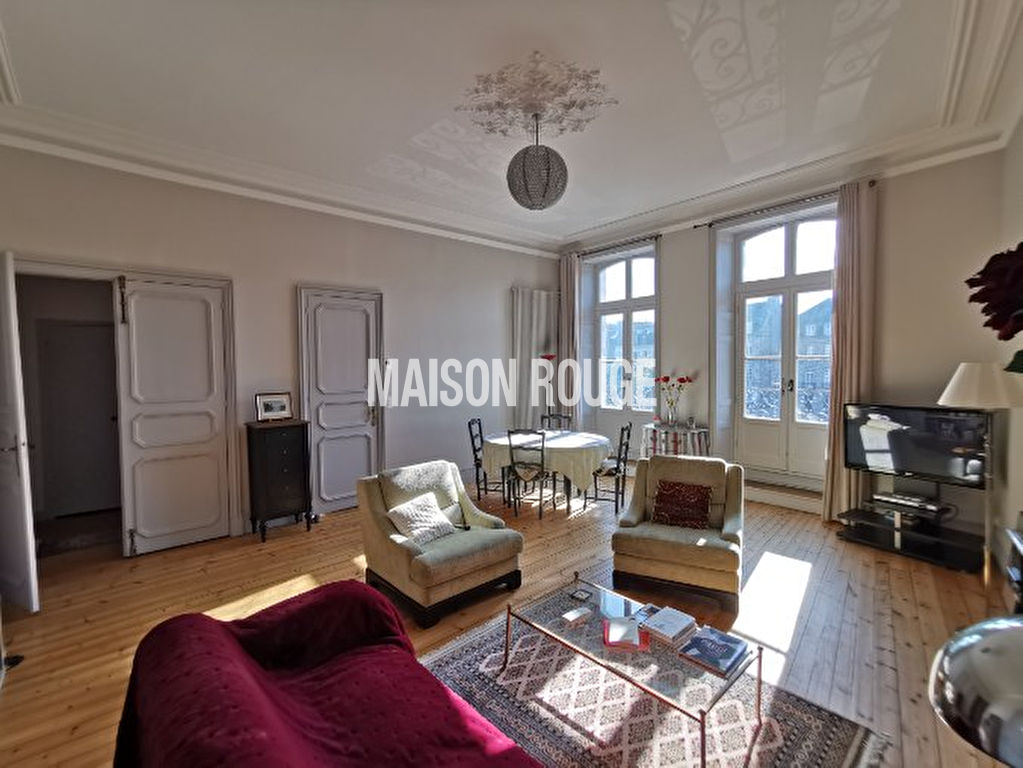 Appartement ancien avec de belles vues sur le patrimoine dinannais