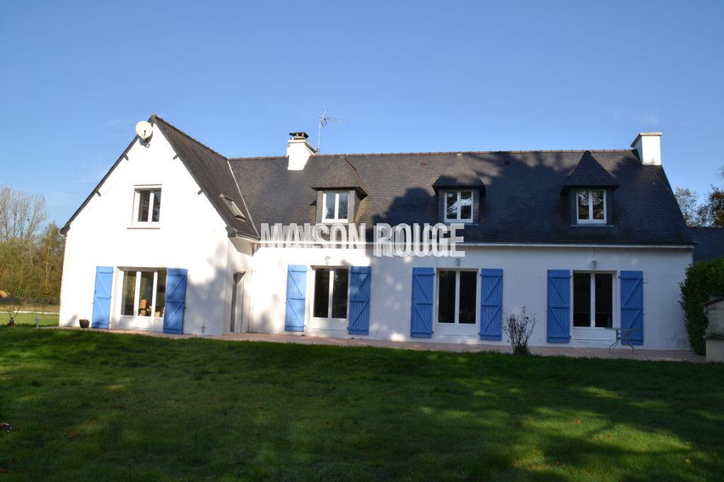 Spacieuse maison traditionnelle avec parc arboré de 7886 m²