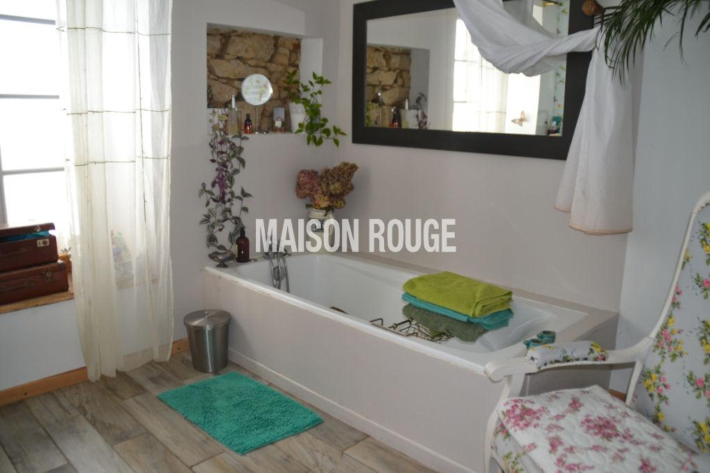Maison de charme avec gîte sur jardin clos de 879 m²