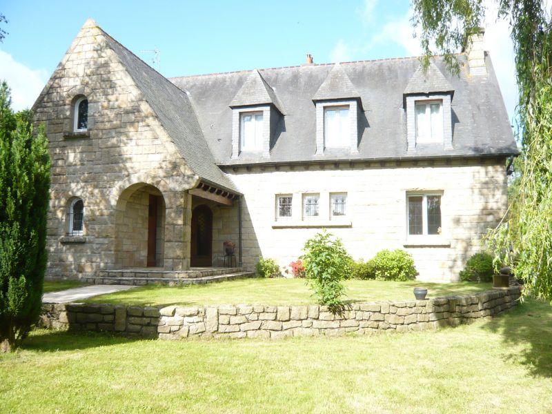 """Maison traditionnelle """"néo breton"""" sur jardin de 1747 m²"""