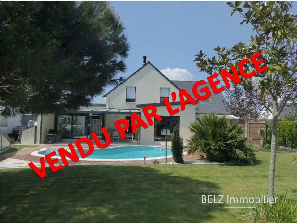 Maison Belz 145 m2 Exclusivité Idéalement située entre la Rivière d'Etel et les commerces Belle contemporaine de 2012 avec jardin et piscine