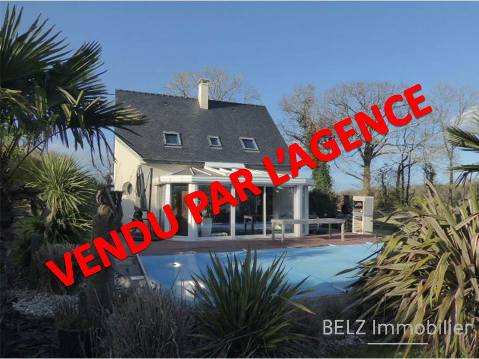 Exclusivité Agences Réunies de l'Ouest Maison 56400 Ploemel contemporaine sur 1500m² de terrain comprenant 5 chambres + bureau+pisince chaufféeI