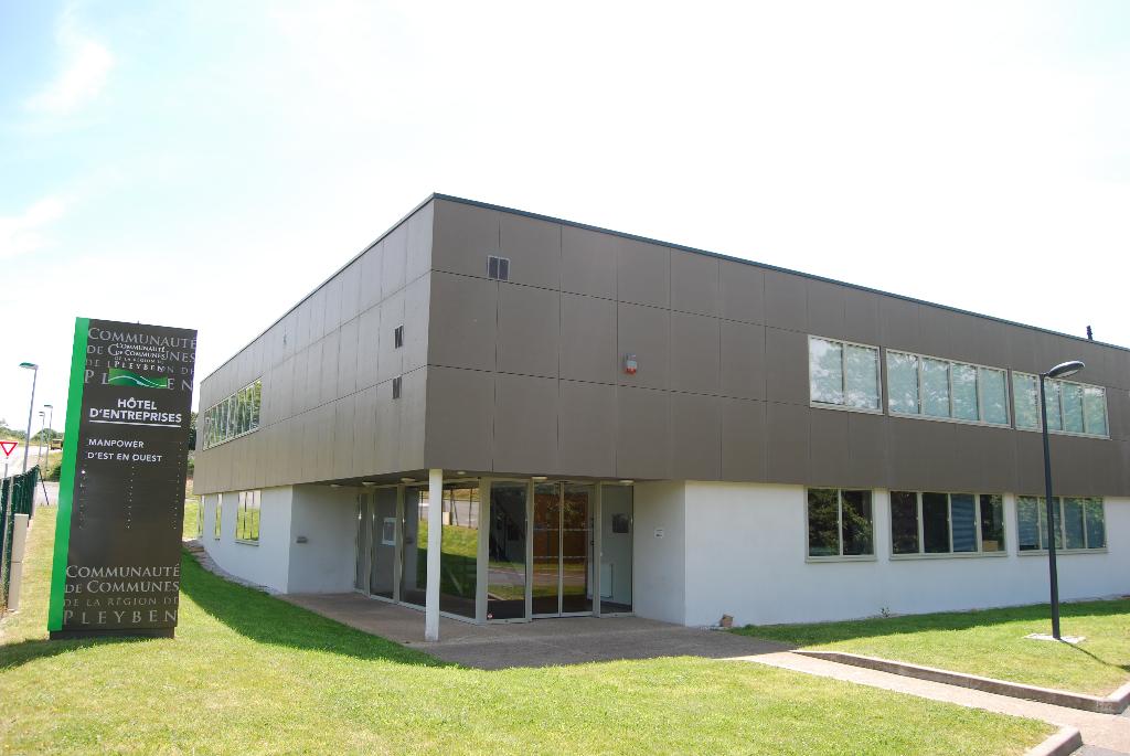 Local de 80 m² de bureaux à louer en hôtel d'entreprises