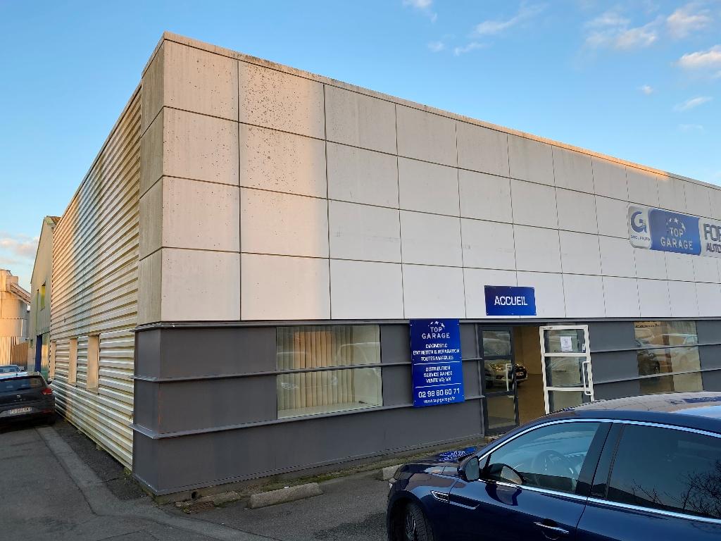 A vendre  Bâtiment industriel  avec locataire. ZI de Kergaradec Brest +