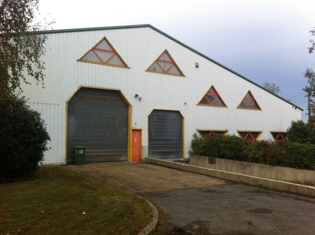 A vendre Local d'activité Saint Martin Des Champs 933m2