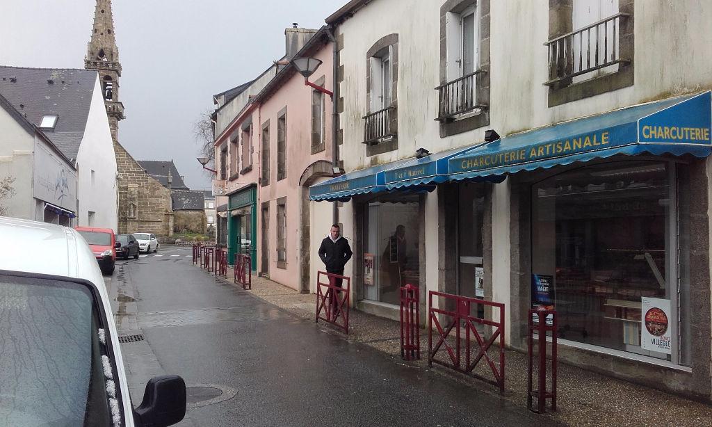 À VENDRE MURS avec habitation-centre ville de Briec