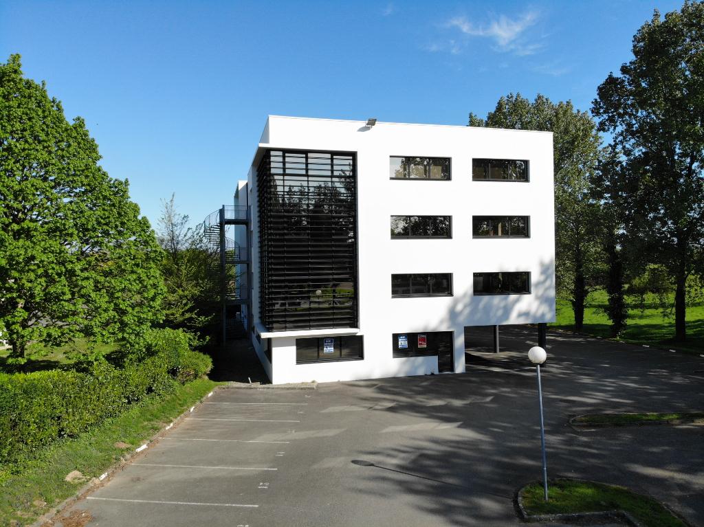 Plateau de bureaux 431 m2 avec locataire en place Brest