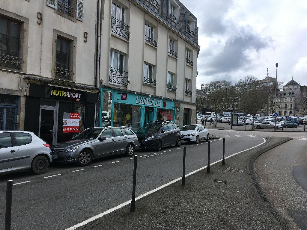 A vendre local commercial ,quartier dynamique sur un axe très fréquenté au centre ville de Quimper 29 000