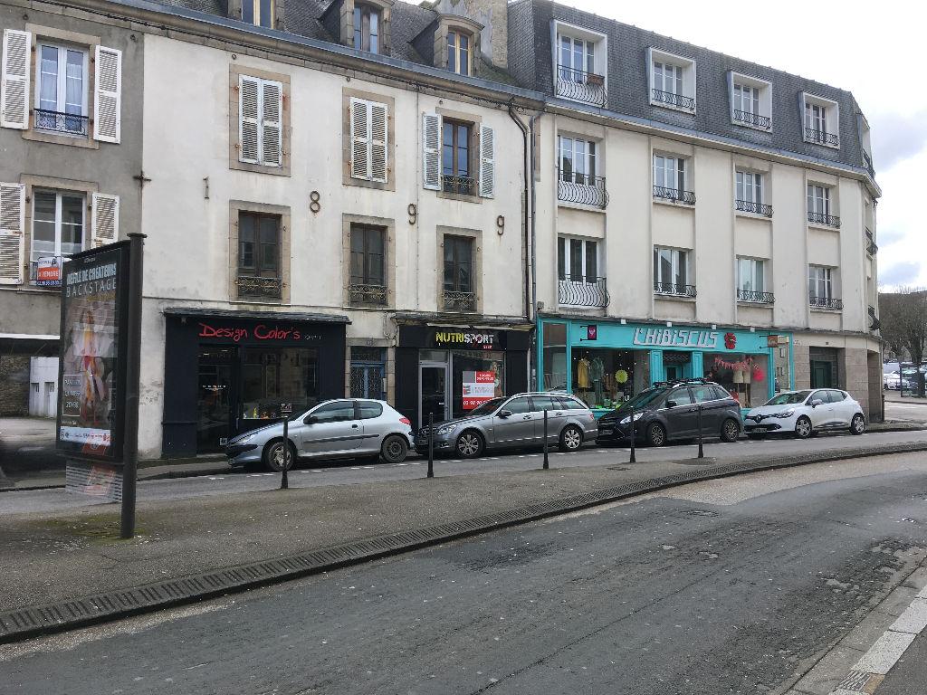 À vendre local commercial avec locataire en place loyer 12 000 € annuel situé au centre ville de Quimper 29 000
