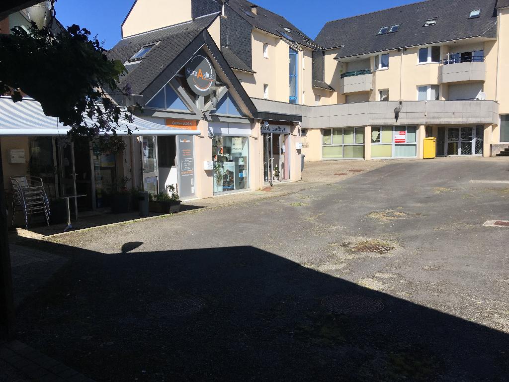 A VENDRE Local d'activité de 299 m² au coeur d'un centre d 'activité dynamique et attractif  Ergué Gabéric 29500
