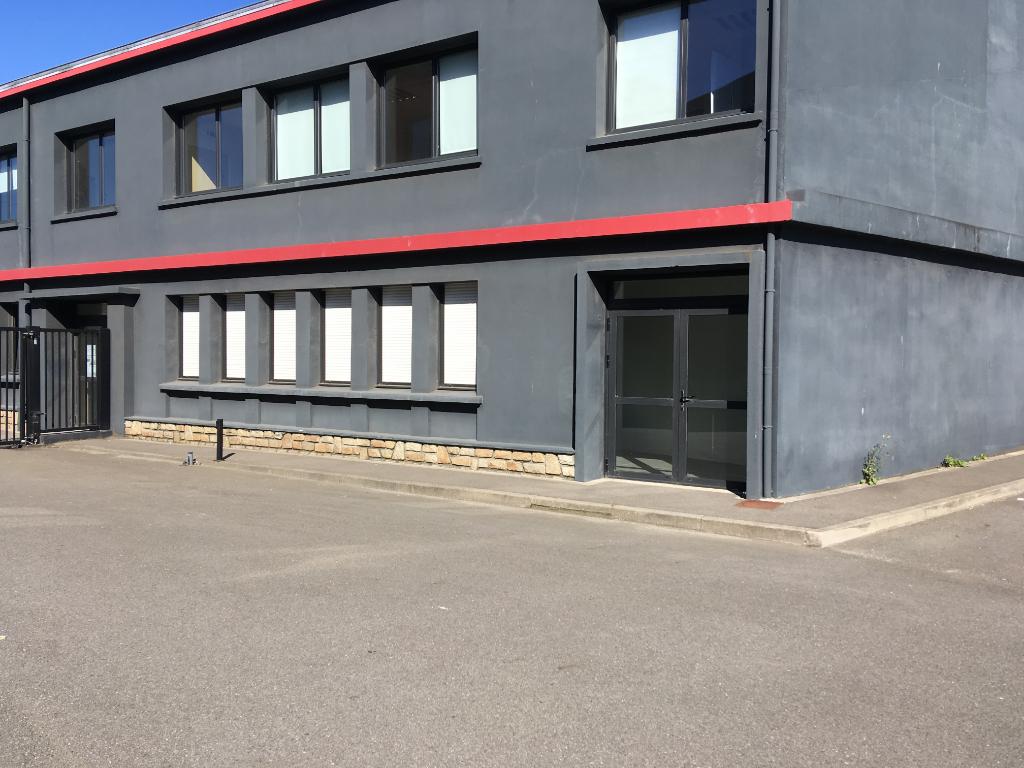 A louer plateau de bureau de 136 m²  port de commerce