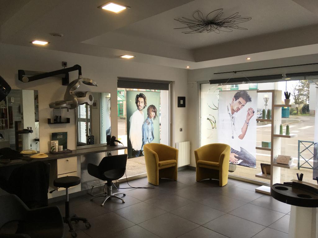 À VENDRE MURS et FONDS DE COMMERCE en RDC avec vitrine d'une surface de 72 m² exploités en salon de coiffure QUIMPER 29000