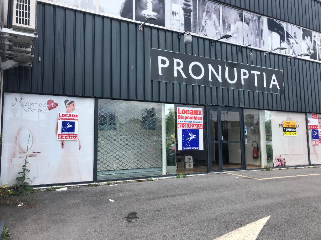 A louer  Proche GÉANT BREST  un local commercial de 210 m2